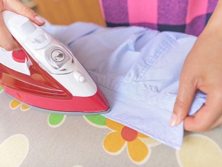 Hemden bügeln mit System: von klein zu groß.
