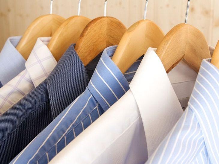 Ordentlich aufgehangen bleiben Ihre gebügelten Hemden faltenfrei.