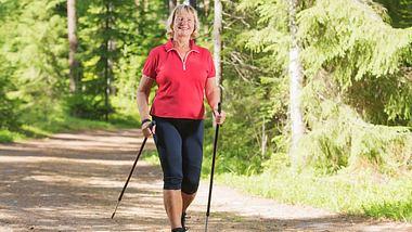 Abnehmen mit Nordic Walking ist gar nicht so schwer.  - Foto: Mikko Lemola / iStock