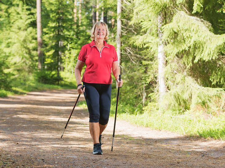 Abnehmen mit Nordic Walking ist gar nicht so schwer.