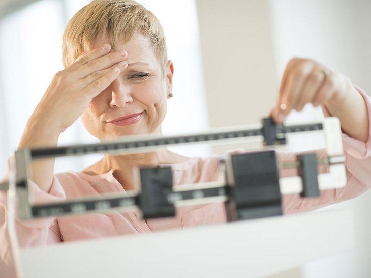 Eine Schilddrüsenunterfunktion erschwert das Abnehmen, macht es aber nicht unmöglich