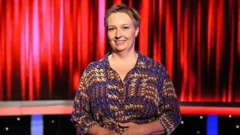 Adriane Rickel ist eine erfahrene Quizmasterin. - Foto: ARD / Uwe Ernst