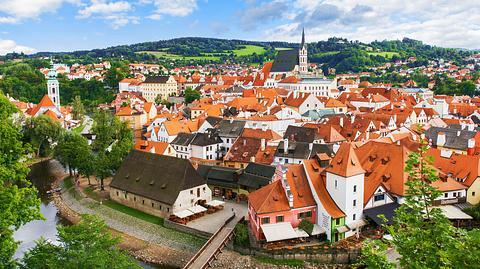 Die alte böhmische Stadt Cesky Krumlov. - Foto: zhuyufang / iStock