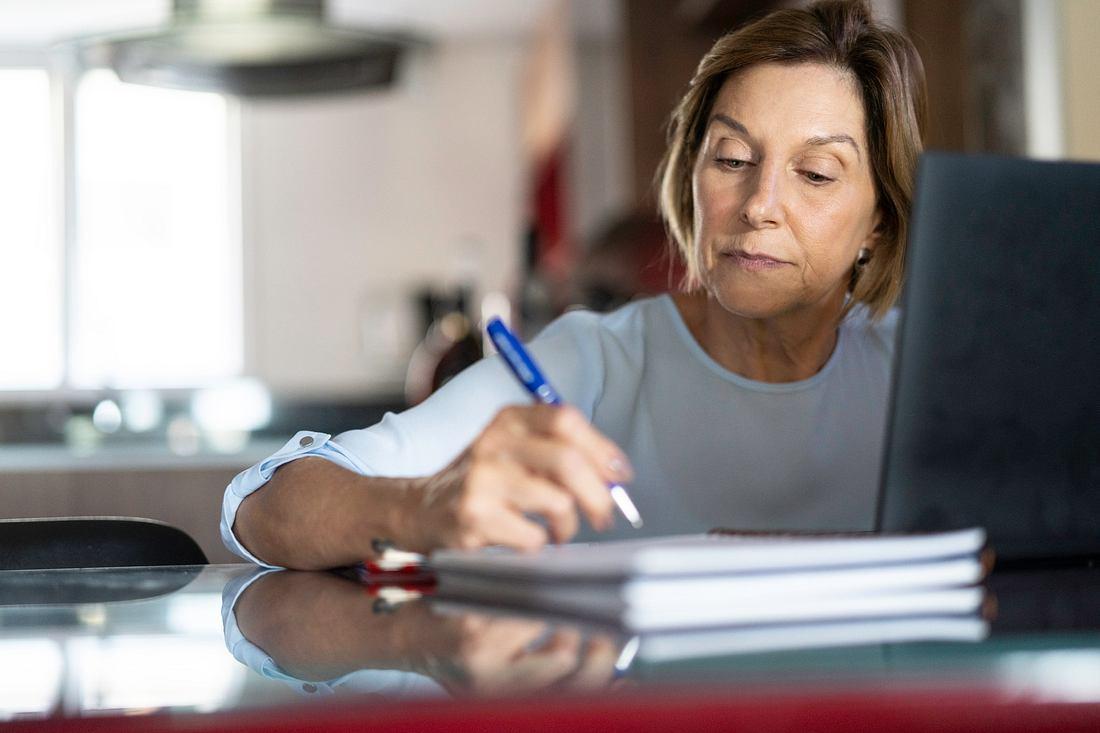 Mit dem Modell der Altersteilzeit ist ein langsamer oder vorzeitiger Übergang in den Ruhestand möglich.