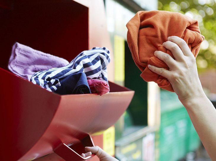 Altkleider spenden oder verkaufen? So können Sie wirklich helfen