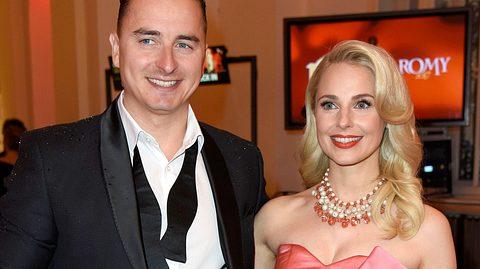 Andreas Gabalier mit seiner Freundin Silvia Schneider in Wien. - Foto: Tristar Media/WireImage via GettyImages