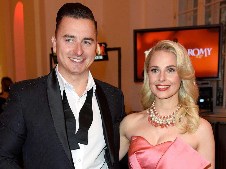 Andreas Gabalier mit seiner Freundin Silvia Schneider in Wien.