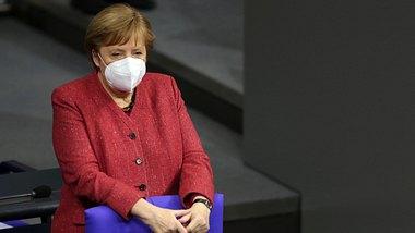 Bundeskanzlerin Angela Merkel mit FFP2-Schutzmaske.  - Foto: Getty Images /  Bloomberg / Kontributor