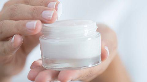 Diese Anti-Aging Cremes helfen wirklich gegen Falten - Foto: simarik/istock