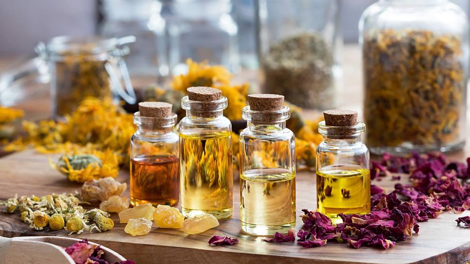 Aromatherapie mit ätherischen Ölen - Foto: iStock/Madeleine_Steinbach