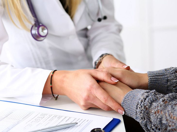 Während eines Arzttermins sollten Sie so ehrlich wie möglich sein.