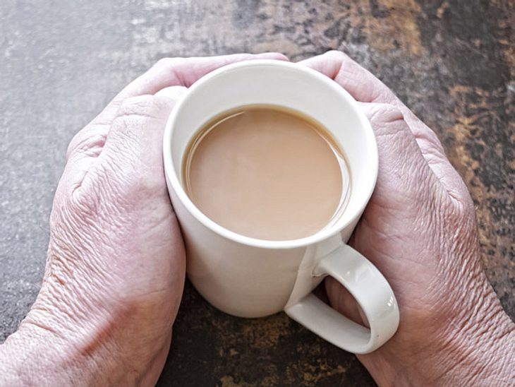 Aufgeschobener Kaffee: An kalten Tagen Menschen eine Freude bereiten.