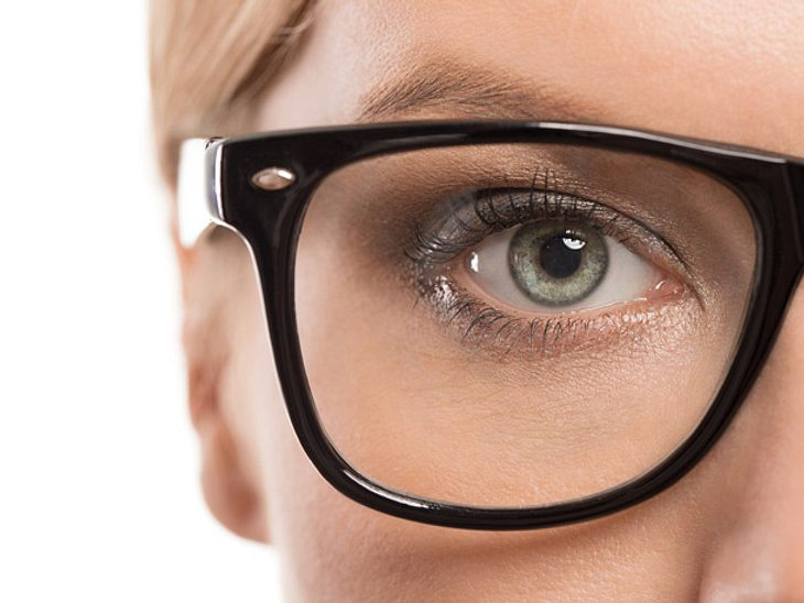 Augen schminken für Brillenträgerinnen