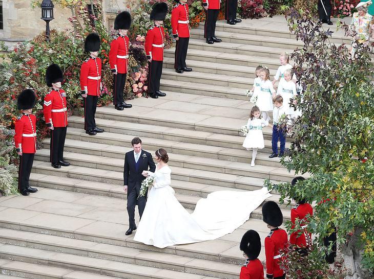Hochzeit von Prinzessin Eugenie: Das Brautpaar verlässt die Kirche