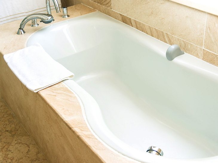 Badewanne reinigen: Diese Hausmittel sorgen für Glanz ...