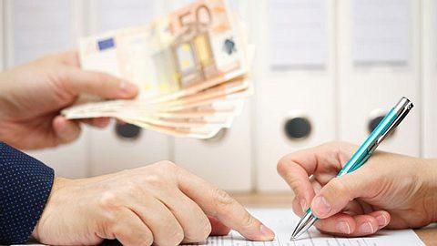 Banken dürfen gut verzinste Bausparverträge nicht einfach kündigen - Foto: BernardaSv / iStock