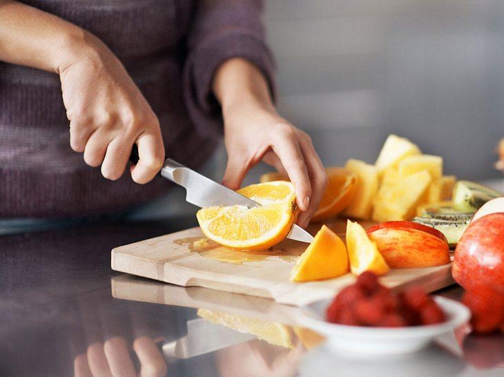 Bei einer Basenkur kommt viel Obst und Gemüse auf den Tisch.