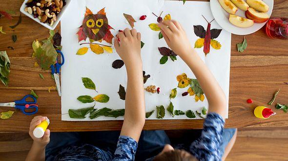 Basteln mit Blättern: Schöne Ideen für Herbstlaub-Bilder