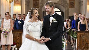 Bauer Gerald und seine Anna haben sich getraut. - Foto: MG RTL D / flashed by michy