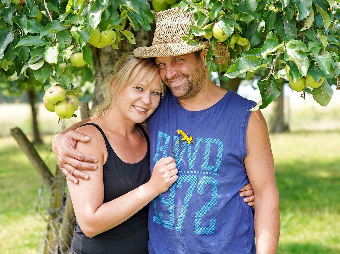 Bauer sucht Frau-Paar Stephan und Steffi werden heiraten.