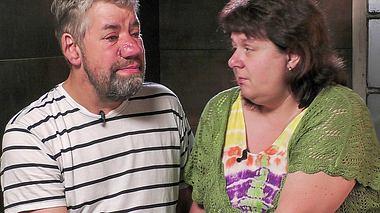 RTL-Bauer Uwe und seine Frau Iris rührten im Sommerhaus der Stars mit einem Blick in ihre Seele. - Foto: MG RTL D