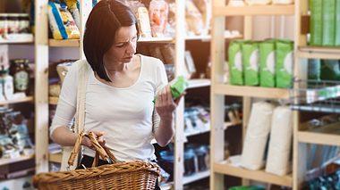 Hersteller-Tricks beim Einkaufen - Foto: djedzura / iStock