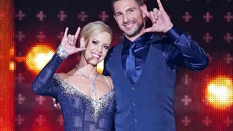Bei Lets Dance tanzt Benjamin Piwko mit Isabel Edvardsson. - Foto: TVNOW / Gregorowius