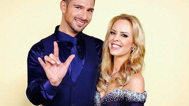 Benjamin Piwko und Isabell Edvardson bei Lets Dance.  - Foto: TVNOW / Stefan Gregorowius