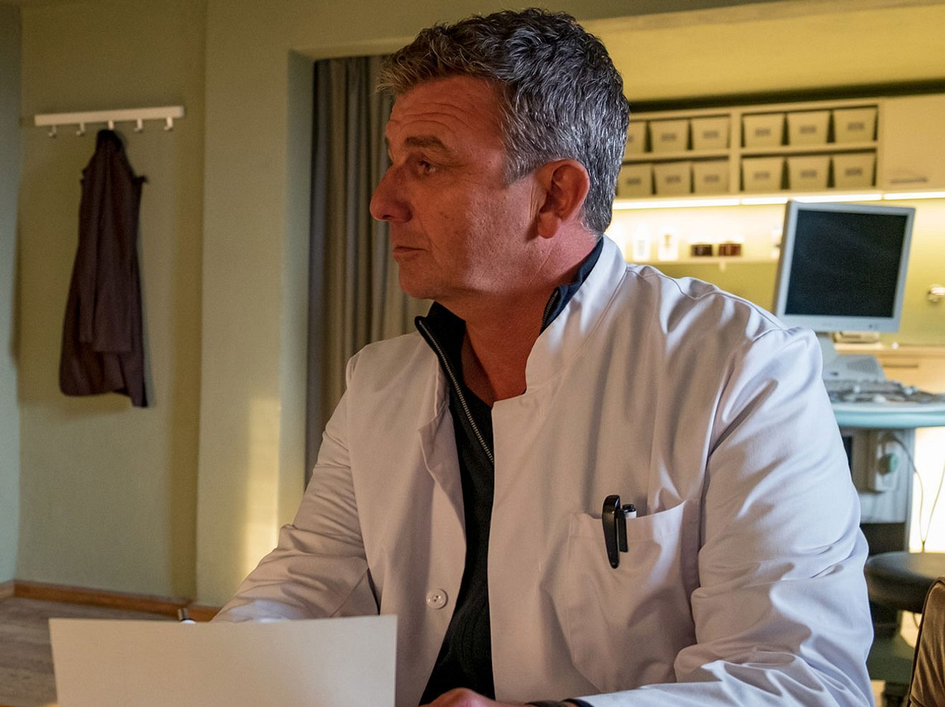 Hans Sigl in seiner Rolle als 'Bergdoktor' Martin Gruber.