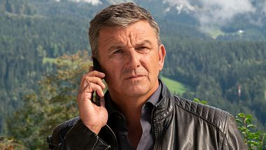 Der Bergdoktor Hans Sigl.  - Foto:  ZDF / Erika Hauri