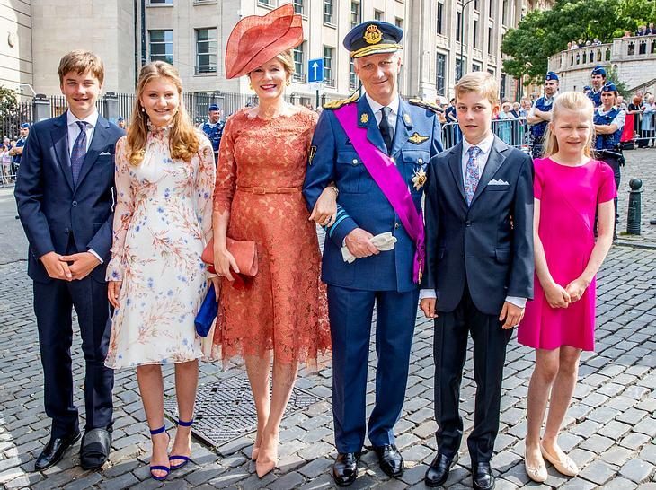 Am Nationalfeiertag war Mathilde von Belgien an der Seite ihres Mannes und ihrer vier Kinder zu sehen.