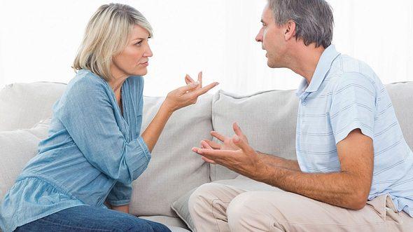 Gerade in längeren Partnerschaften treten irgendwann Beziehungsprobleme auf, die es zu lösen gilt. - Foto: Wavebreakmedia / iStock