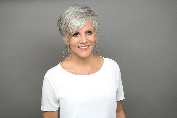 Moderatorin Birgit Schrowange färbt sich ihre grauen Haare nicht mehr.