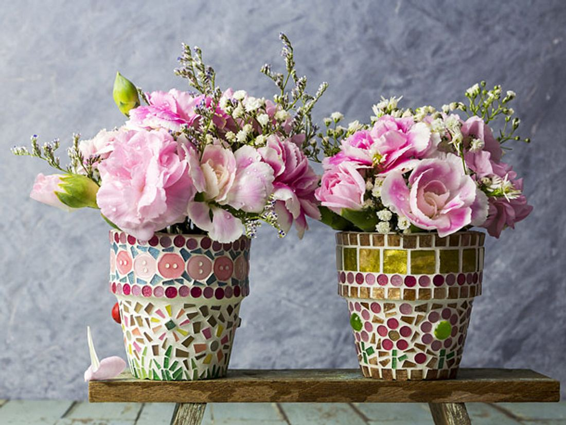Ein Blumentopf lässt sich hübsch dekorieren.