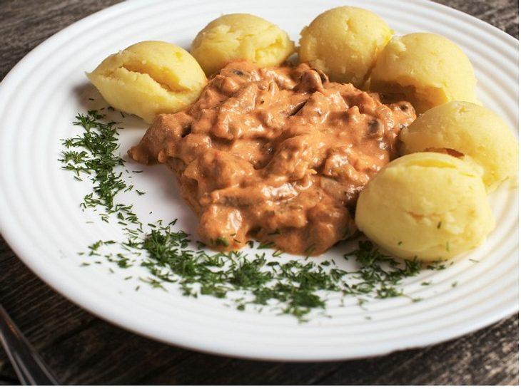 Boeuf Stroganoff mit Kartoffeln: Traditionell-rustikale Küche