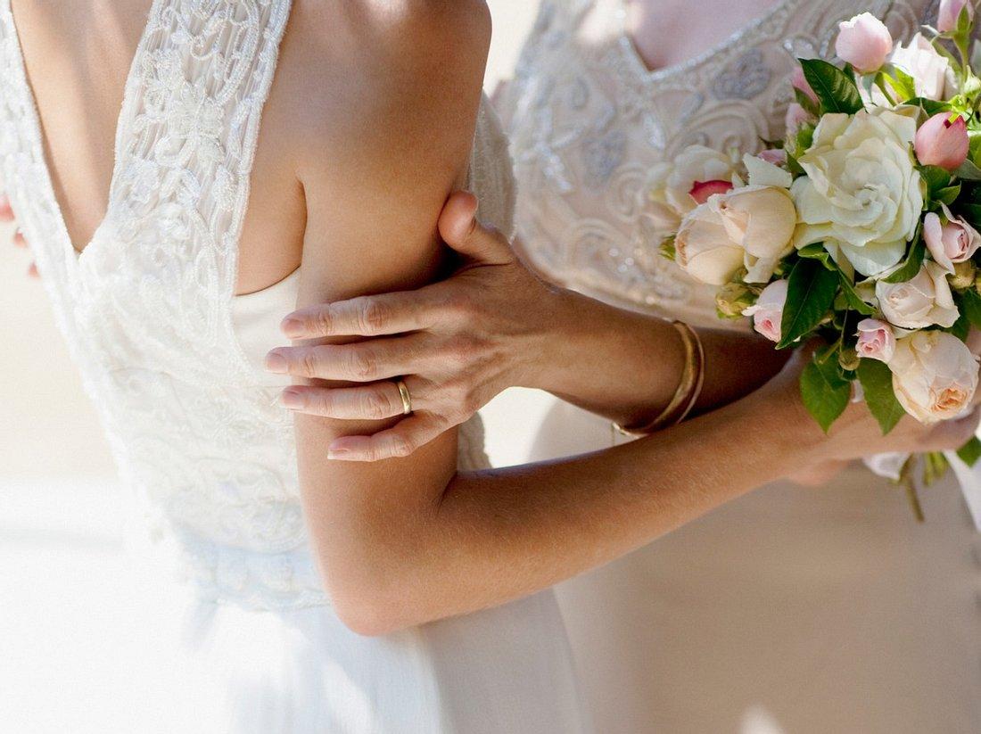 Brautmutterkleid in Pastelltönen.