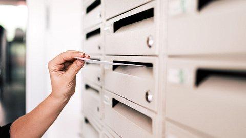 Fast 60 Jahre lang standen die Brieffreundinnen in Kontakt miteinander.  - Foto: nortonrsx/ iStock
