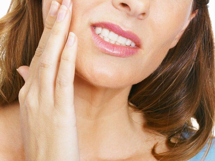 Nächtliches Knirschen belastet nicht nur die Zähne.