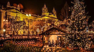 Budapest: Weihnachtlicher Lichterzauber an der Donau - Foto: titoslack / iStock