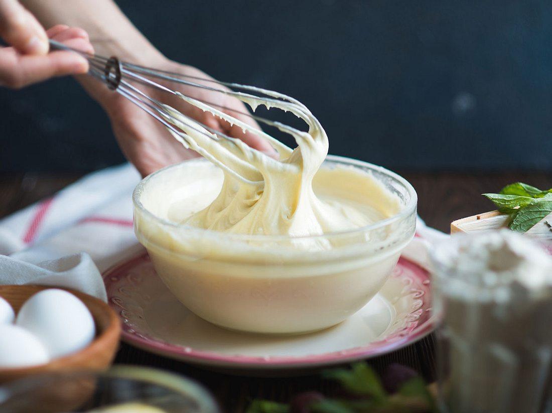Mit diesen Tipps und Tricks gelingt das Buttercreme-Rezept garantiert.