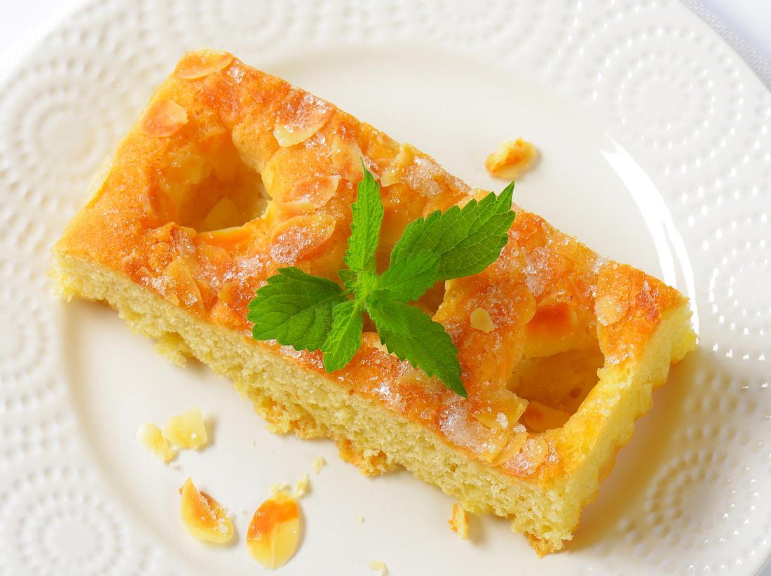 Klassischer Butterkuchen mit Hefeteig: Das Rezept.