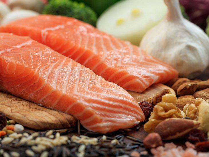 Cholesterinsenkende Lebensmittel von Avocado bis Lachs