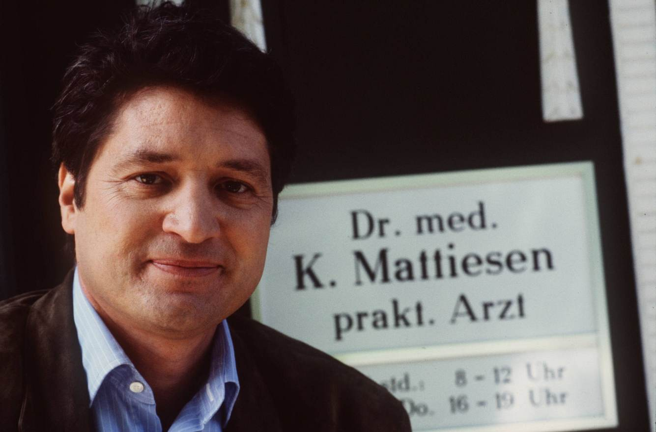 Christian Quadflieg als Dr. Mattiesen in 'Der Landarzt'.
