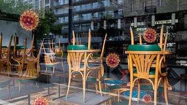 Ein wegen Corona geschlossenes Restaurant. - Foto: Anthony Racano / ffikretow / iStock