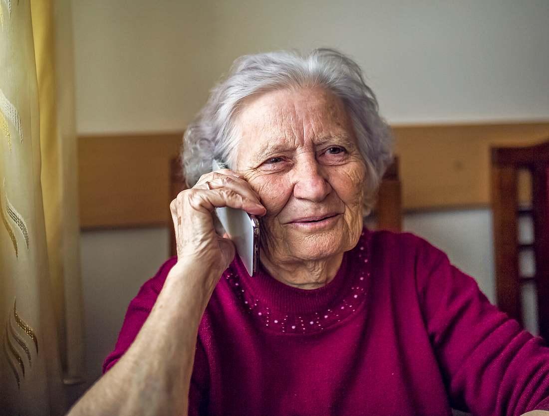 In Zeiten des Coronavirus sind Senioren besonders einsam. Telefonpaten könnten das ändern.