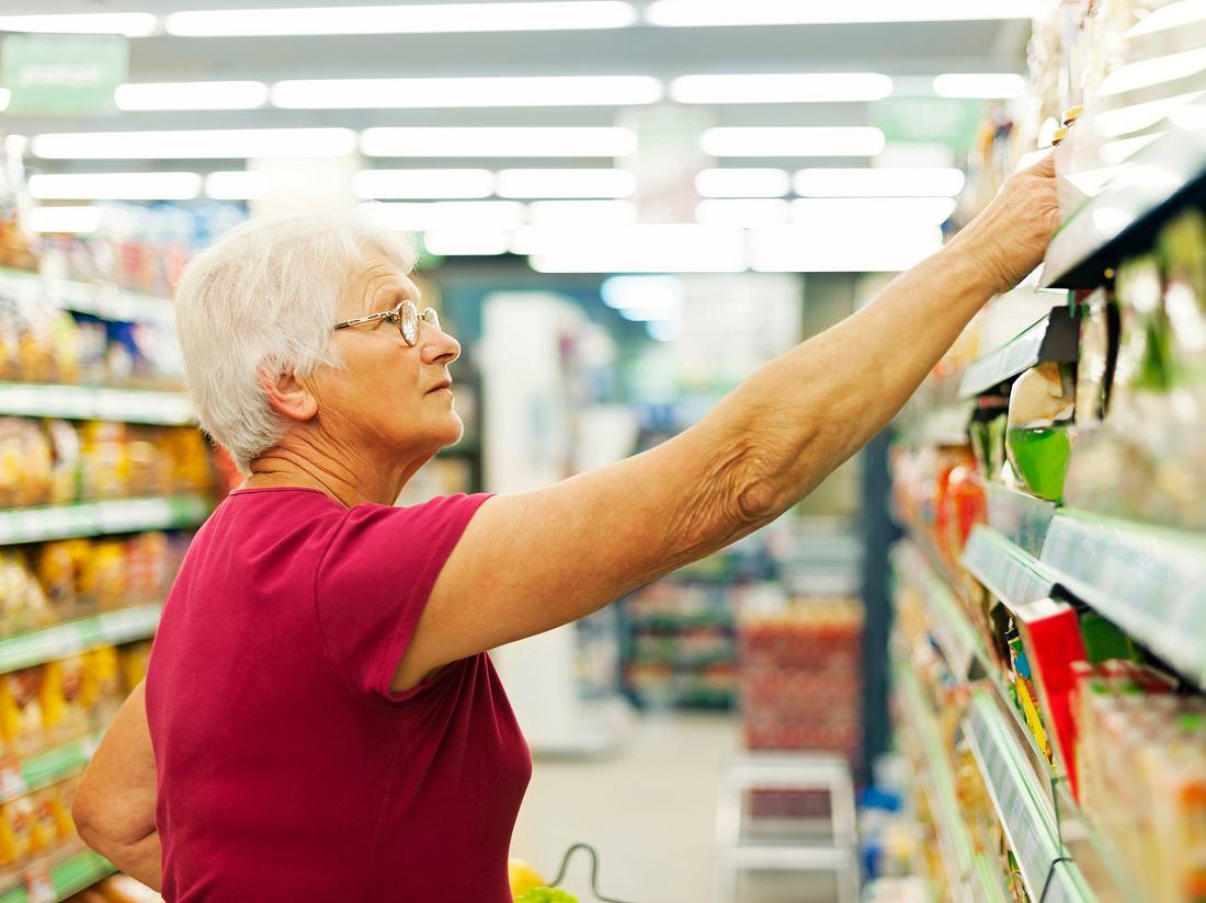 In Zeiten des Coronavirus sind Hamsterkäufe ein Problem. So wird Senioren jetzt beim Einkaufen geholfen (Symbolfoto).