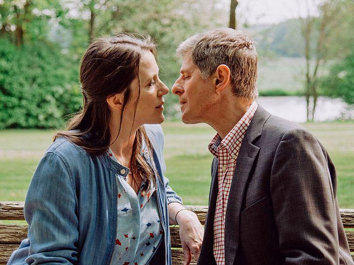 Bei Dahoam is Dahoam tauscht Bamberg einen verbotenen Kuss mit Marina aus ...
