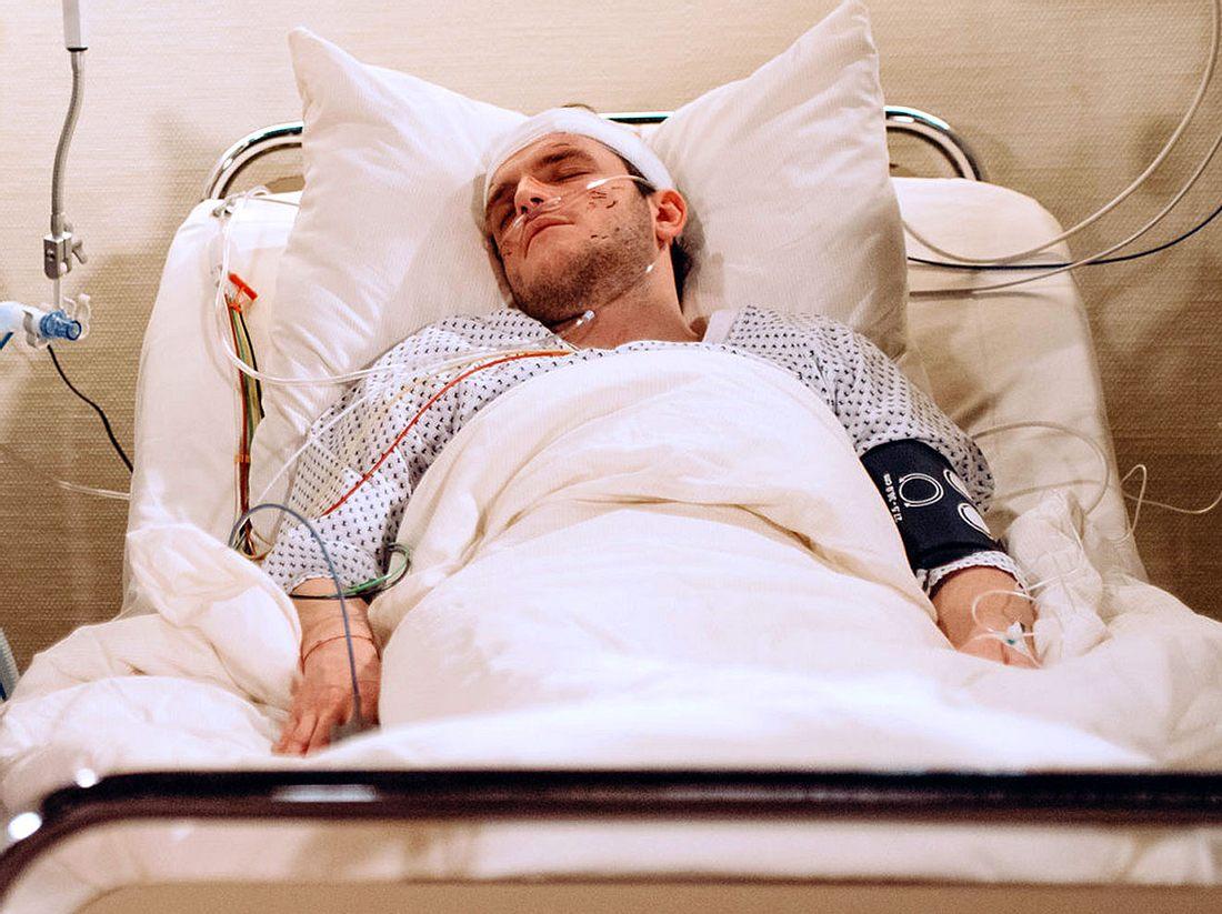 Bei Dahoam is Dahoam kommt Flori nach einem schweren Unfall ins Krankenhaus.