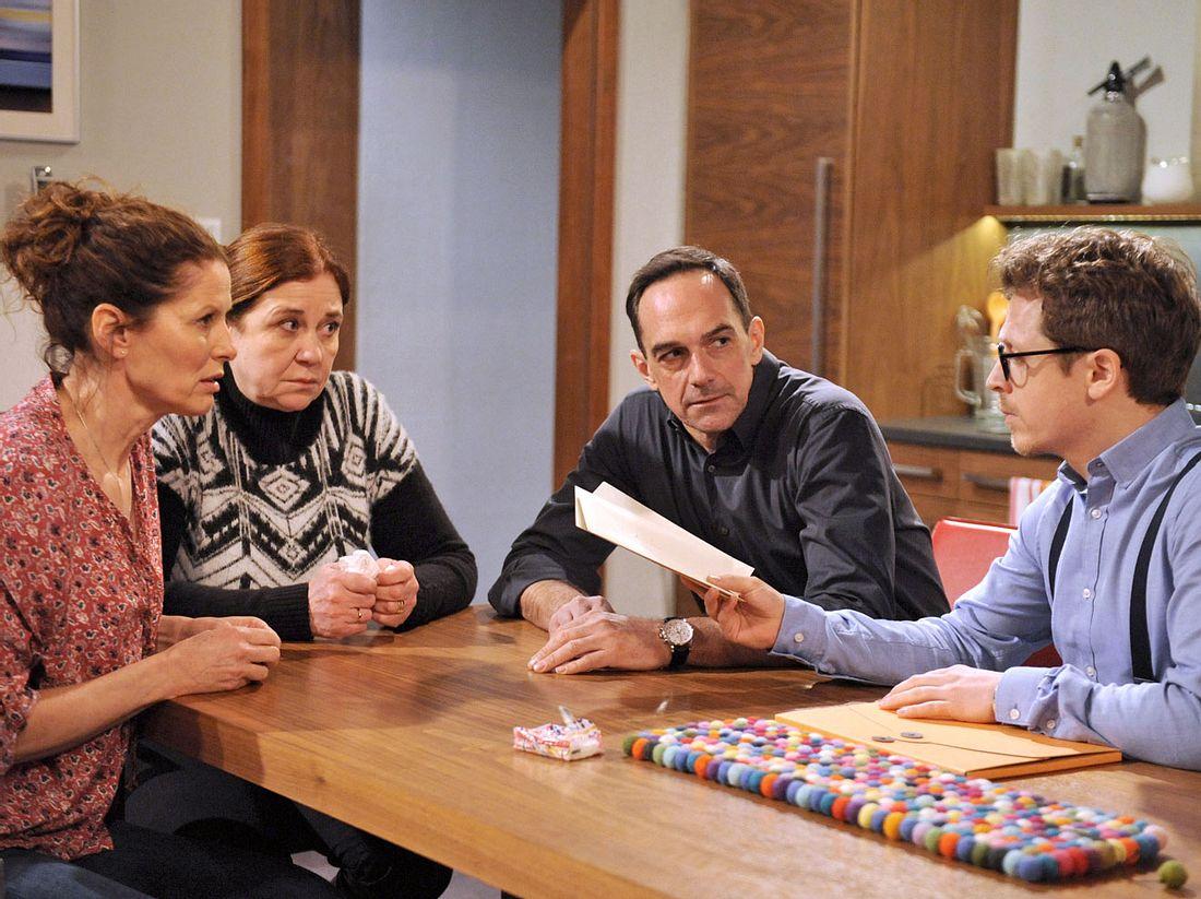 Dahoam is Dahoam: Mike und Annalena reagieren schockiert auf die Nachricht von Trixis Tod.