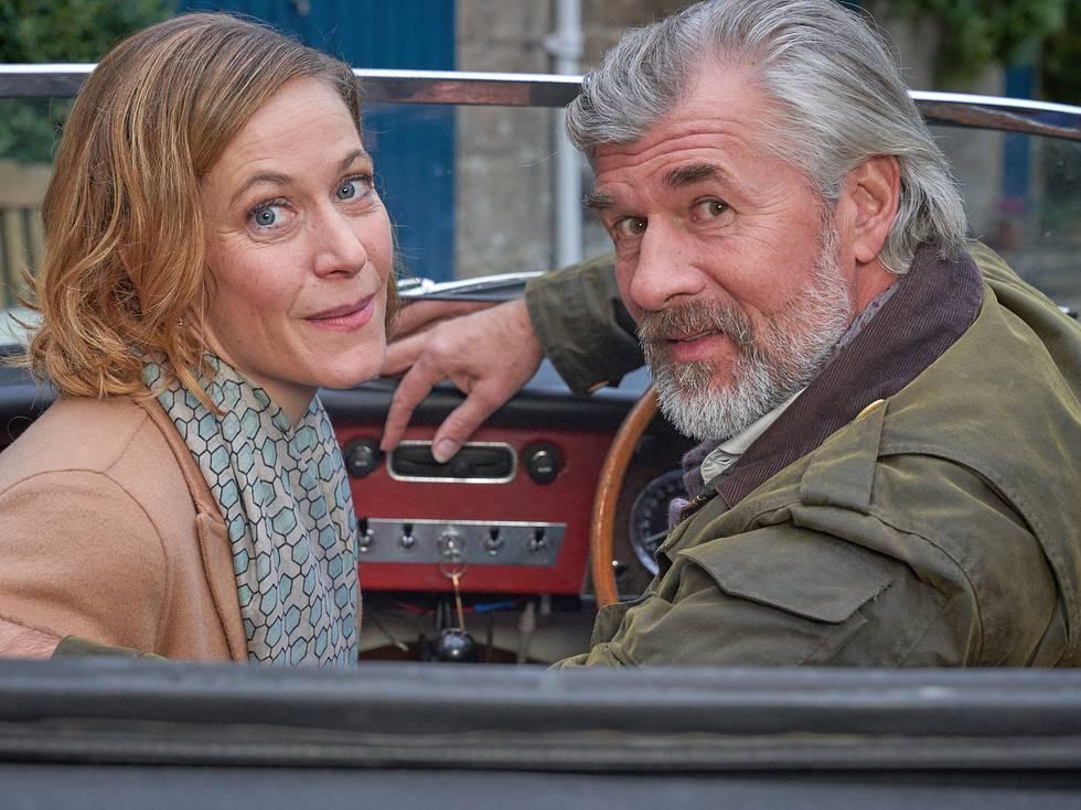 Die Schauspieler Stephanie Japp und Daniel Morgenroth im ZDF-Film 'Rosamunde Pilcher: Falsches Leben, wahre Liebe'.
